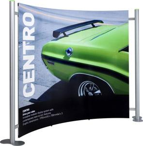 Centro sergileme standları, eğimli duruşuyla kullanışlı bir sergileme alanı yaratır.
